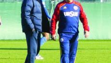 Petre Grigoraş (stânga) speră să aibă toţi jucătorii străini cât mai repede la pregătiri