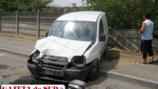 Şoferiţa autoutilitarei a pierdut controlul direcţiei după ce maşina a trecut printr-o groapă de pe carosabil