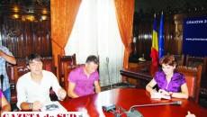 Cătălin Crăciunescu (în alb) speră să obţină într-un final acordul autorităţilor pentru accesarea locului oferit de FRF