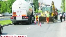 Muncitorii au astupat groapa de pe bulevardul Dacia la trei zile după accident