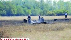 Pompierii au stins rămăşiţele fumegânde ale avionului