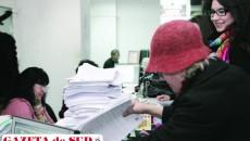 În timp ce Fiscul cere ca orice document care se depune la instituţie să fie semnat şi ştampilat, acum, prin lege, organele fiscale pot trimite firmelor simple hârtii nesemnate, prin care se anunţă începerea executării silite şi chiar poprirea pe conturi