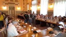 Sala Consiliului Judeţean Dolj, teatru de război politic