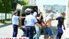 Inculpaţii au fost duşi de procurori vineri la Tribunalul Dolj, cu propunere de arestare preventivă pentru 29 de zile