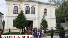 """Dacă va pierde procesul, conducerea CN """"Elena Cuza"""" nu are bani de chirie pentru a continua activitatea școlară în clădirea deținută de mitropolie"""