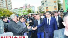 Cosmin Enea, alături de premierul Victor Ponta la inaugurarea policlinicii din Craioviţa în luna octombrie