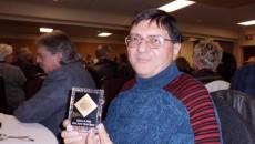 Profesorul universitar dr. Florentin Smarandache, împreună cu premiul