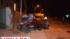 Maşina s-a răsturnat după ce a părăsit carosabilul