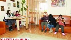 """O infirmieră din Centrul de Îngrijire şi Asistenţă """"Sfânta Maria"""" din Craiova şi-a acuzat colega că a rupt mâna unei bătrâne"""