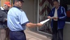Poliţiştii de proximitate au distribuit pliante cu sfaturi preventive