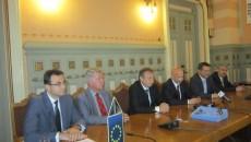 Autorităţile locale din Dolj au semnat cu Oficiul Francez pentru Imigraţie şi Integare, Colectivitatea Locală din Nantes Metropole un acord pentru repatrierea a 20 de familii de romi, care locuiesc ilegal în Franţa