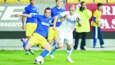 """Călin Cristea (în alb) şi colegii săi au obţinut un punct norocos contra """"lupilor galbeni"""""""