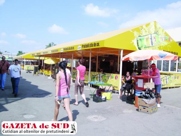 Terasele amplasate lângă hala de legume şi fructe din Piaţa Mare