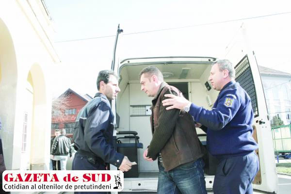 Inspectorul ARR care cerea mită direct în cont a fost condamnat de Curtea de Apel Craiova la doi ani şi şase luni de puşcărie