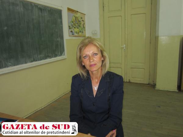 """Mirela Genoiu, noul director al Colegiului Naţional """"Elena Cuza"""" din Craiova"""