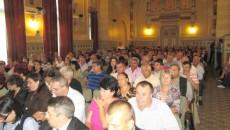 """Primarii şi secretarii s-au foit pe scaune doar când nu au mai suportat laudele electrizante ale """"partenerilor"""" de la CEZ"""