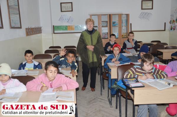 Deşi sunt mulţi elevi de etnie romă, aceştia frecventează şcoala
