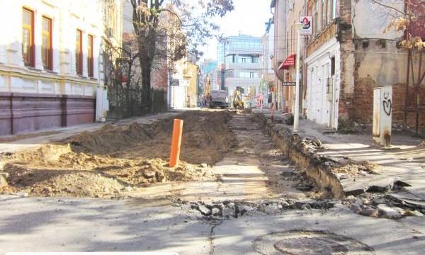 Deşi lucrările la reţeaua edilitară sunt avansate, soarta faţadelor din centrul istoric este incertă