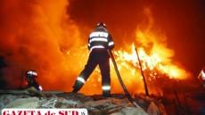 Pentru că exista pericolul ca flăcările să se extindă şi la imobilele vecine au fost solicitaţi şi pompierii de la ISU Drobeta