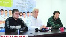 Laurenţiu Vânătoru (stânga), Dan Pascu şi Vladan Aleksic aşteaptă craiovenii la sală