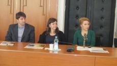 Trei dintre studenţii doctoranzi ai UMF Craiova care au beneficiat de burse pentru cercetare