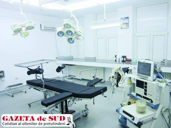 Masa de operaţie donată de Fundaţia Gazeta de Sud a fost montată în blocul operator al Clinicii I Chirurgie a SJU Craiova