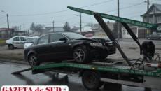 Autoturismul Audi a fost ridicat de o platformă de la locul accidentului