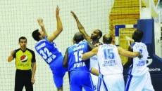 În tur, la debutul în Liga Balcanică, craiovenii (în alb) au obţinut o victorie surprinzătoare