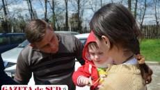 Deşi se spunea că ar avea probleme la cervicală, micuţul Gabriel Ruiu a scăpat nevătămat în urma căzăturii în fântână