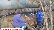 Muncitorii fac eforturi pentru a remedia avariile apărute pe reţeaua de agent primar - CET