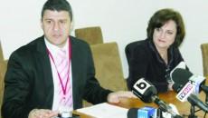 Marius Sponoche, alături de fosta directoare Nicoleta Manu, cea care a prezentat raportul