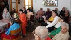 Îngrijirea bătrânilor  trebuie să se facă, în proporţie majoritară, la domiciliu, şi nu în cămine Foto: andreivolosevici.ro