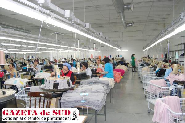 În urmă cu doi ani, la fabrica Maglierie Cristian Impex din Calafat lucrau circa 1.300 de angajaţi. Numărul lor s-a menţinut constant până acum