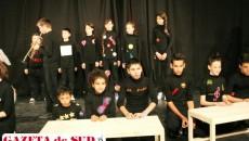 26 de copii din Bucovăţ - actori în piesa inspirată din propriile trăiri