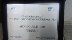Placheta primita de cei doi jucători români după succesul de la Roma