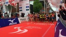 Marius Ionescu (în maiou albastru, în centru) a preferat să nu alerge toată cursa la Hamburg