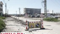 Angajaţii firmei Tel Drum SA nu sunt prea vizibili pe strada Râului din cauza faptului că lucrările nefinalizate la canalul colector îi împiedică să avanseze, spun surse apropiate proiectului
