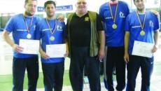 Campionii de la CS Universitatea Craiova şi antrenorul Dumitru Popescu