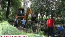 Muncitorii Termo lucrează la instalațiile de apă caldă recirculată în cartierul Nicolae Titulescu