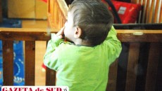 După ce au crescut alături de asistenţi maternali, copiii ajung din nou în centre de plasament