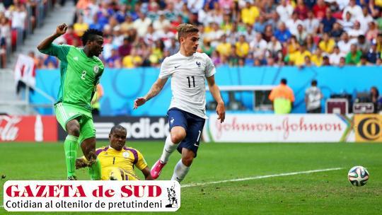 Griezmann (tricou alb) şi colegii săi continuă lupta la Cupa Mondială