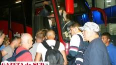 Unii dintre pasageri au reușit să plece cu autocarul spre București pentru a putea prinde primul zbor din ziua următoare