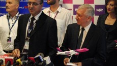 Directorul Aeroportului Craiova, Mircea Dumitru, şi preşedintele Consiliului Judeţean Dolj, Ion Prioteasa, s-au declarat încântaţi de deschiderea bazei operaţionale Wizz Air la Craiova.
