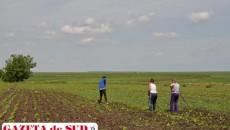 Proprietarul terenului trebuie să anunțe primăria despre intenția de a vinde, dar și coproprietarii, vecinii, arendașii, respectiv statul prin Agenția Domeniilor Statului