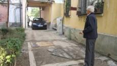 De câteva luni, intrarea dinspre strada Olteț nu mai este accesibilă maşinilor, pentru că aici se fac lucrări de amenajare a zonei