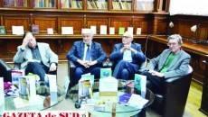 Poeții Justo Jorge Padron, Nedeljko Terzic, Sreten Perovic și Veaceslav Samoșkin, în sala Bibliotecii Județene