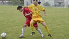 Duelurile tari au fost la ordinea zilei între jucătorii de la Cârcea (în galben) şi cei ai Bistreţului (în roşu)