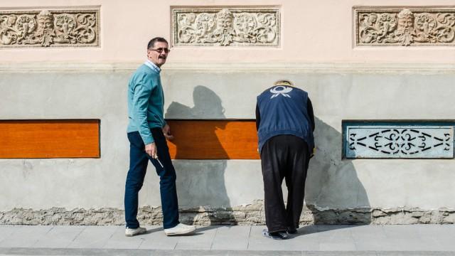 Pe strada Olteţ, locatarii renovează din fonduri proprii faţadele caselor