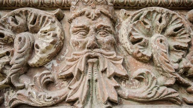 Detalii ce au fost ascunse timp de zeci de ani sub var, la o casă de pe strada Olteţ