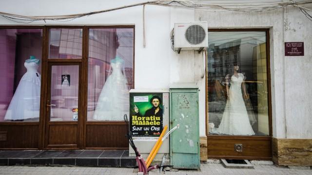 Faţada unui magazin de pe str. România Muncitoare